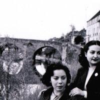 Alicia Conforte y Amanda Berenguer en L'isle Adam (Francia, 1951)